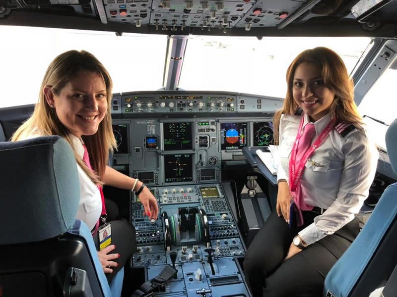 mujeres pilotos viva air colombia